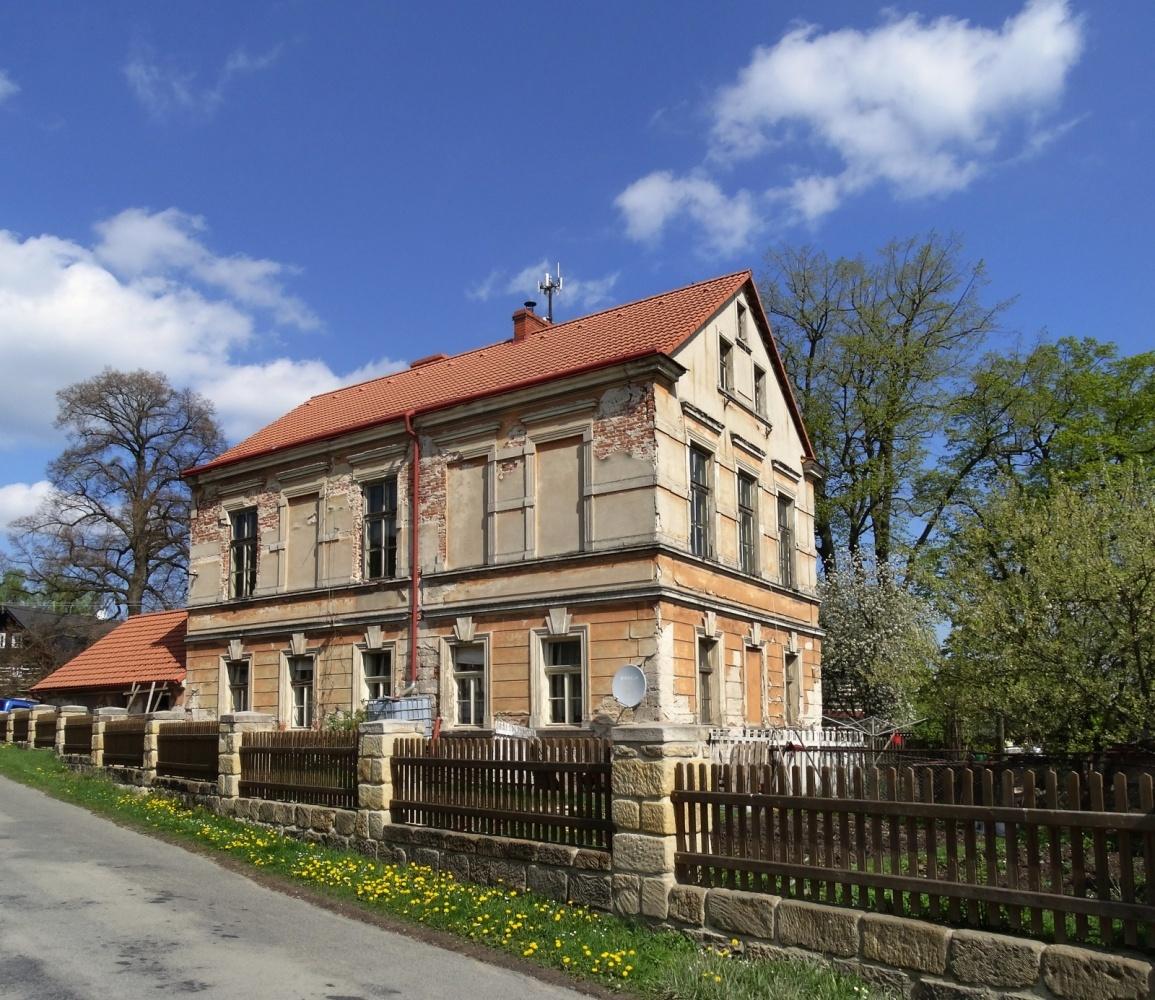 fotografie budovy bývalé staré školy čp. 47 v Nosálově